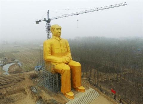 どうした!突如解体された毛沢東の巨大像
