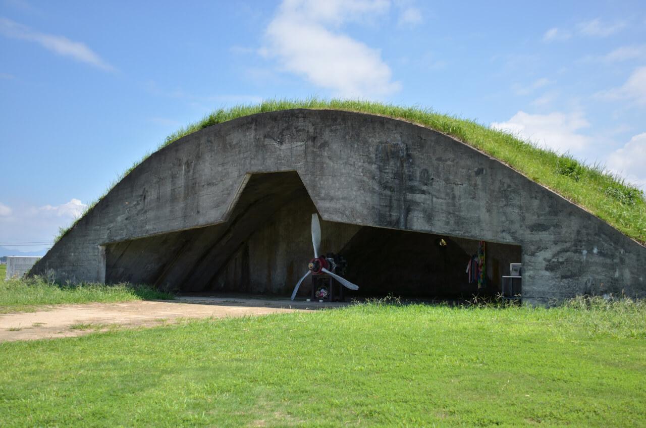 特攻出撃の地だった 旧日本軍格納庫 を遂に解体!