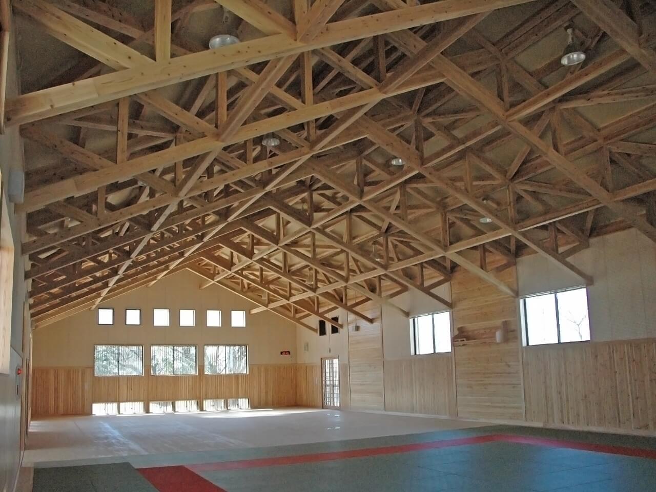 東日本大震災に耐えた木造トラス構造の体育館 ついに解体か!