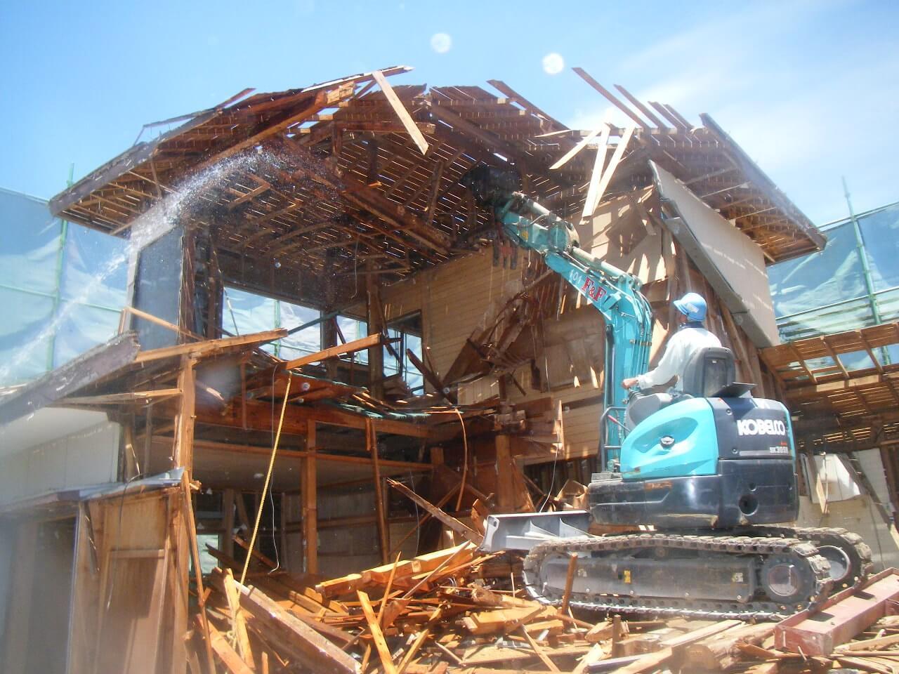 不燃化特区内で危険な古い建物を解体したい方へ