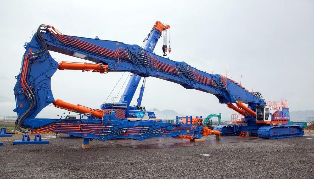 世界最大級のビル解体用大型重機「SK3500D」を紹介!