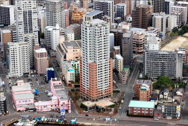 偽装免震ゴム使った30階タワマン 取り壊しが通知され、住民が退去を迫られている